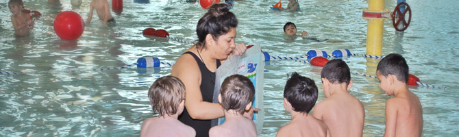 instructor teaching swim class