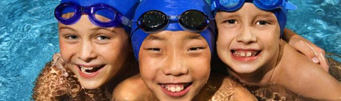 3 kids in pool